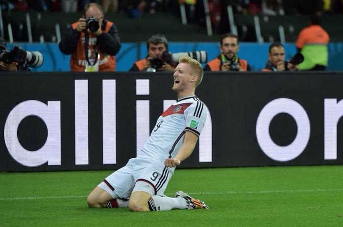 La Germania batte 2-1 ai supplementari l'Algeria e accede ai quarti del Mondiale
