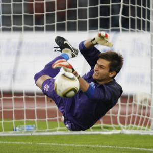 Ciprian Tatarusanu, piuttosto abile nel neutralizzare i tiri dal dischetto, in azione con la maglia dello Steaua Bucarest