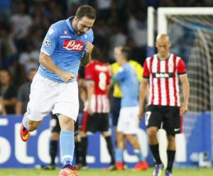 L'esultanza di Higuain dopo il gol all'Atlethic Bilbao