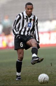 Thierry Henry in azione con la maglia della Juventus