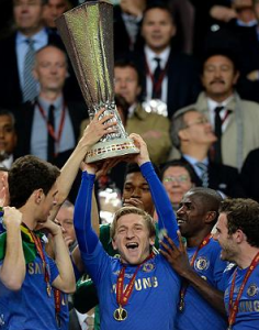 Marko Marin festeggia l'Europa League vinta con i Blues