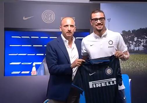 Osvaldo presentato alla stampa