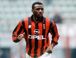 Patrick Vieira con la maglia del Milan: il francese ha poi saputo rifarsi in Italia con Juventus ed Inter