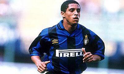 Roberto Carlos con la maglia dell'Inter