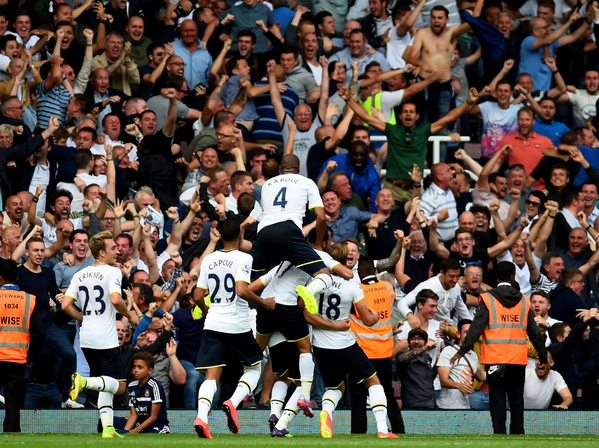 Il Tottenham stende il Qpr e vola primo in classifica