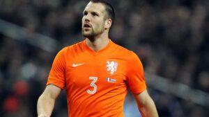 Vlaar sarebbe il colpo perfetto per la difesa della Lazio dove riformerebbe la coppia difensiva dell'Olanda assieme a De Vrij.