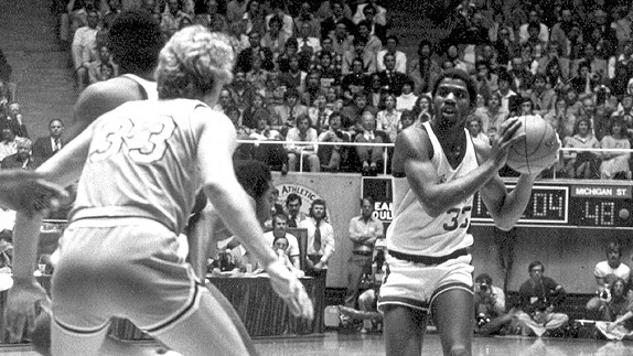 Magic Johnson e Larry Bird, avversari già dai tempi del College