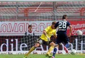 Antonino Ragusa, in azione contro il Perugia con la maglia del Vicenza