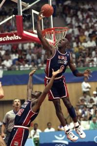 Un'alley-oop di Magic per Jordan, la fotografia del dominio del Dream Team all'Olimpiade del '92