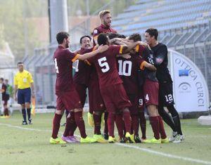 La Primavera della Roma festeggia la vittoria contro il CSKA Mosca nella gara d'esordio della UEFA Youth League