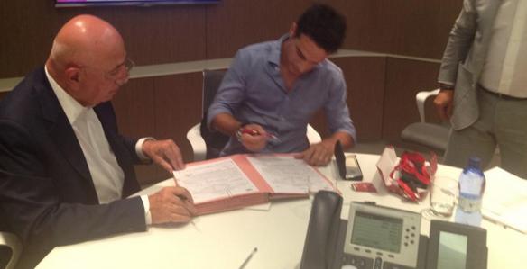 Curiosport: Bonaventura al momento della firma con il Milan