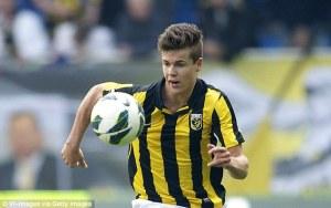 Marco Van Ginkel in azione con la maglia del Vitesse, club olandese con cui si è messo in evidenza sin da giovanissimo