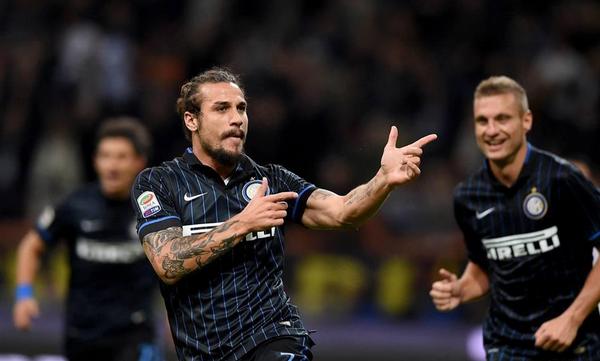Osvaldo segna il gol del 2-2 in Roma-Inter