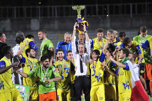Il Chievo Verona festeggia il titolo Primavera conquistato nella scorsa stagione