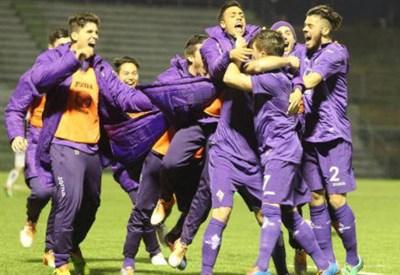 La Primavera della Fiorentina festeggia il successo sul Genoa che vale il primato solitario nel Girone A