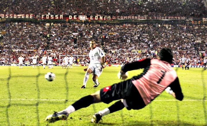 Shevchenko spiazza Buffon, la Champions è del Milan.