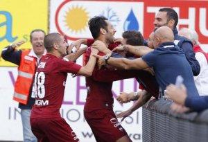 Mancosu festeggia il suo gol con cui il Trapani ha battuto il Latina