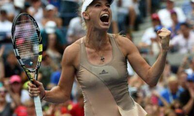 Caroline Wozniacki esulta dopo la vittoria