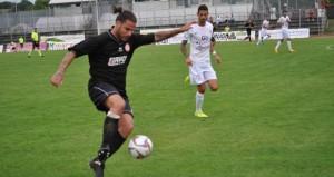 Serie D: l'attaccante dell'Olimpia Colligiana, Matteo Prandelli, in azione con la maglia della sua squadra