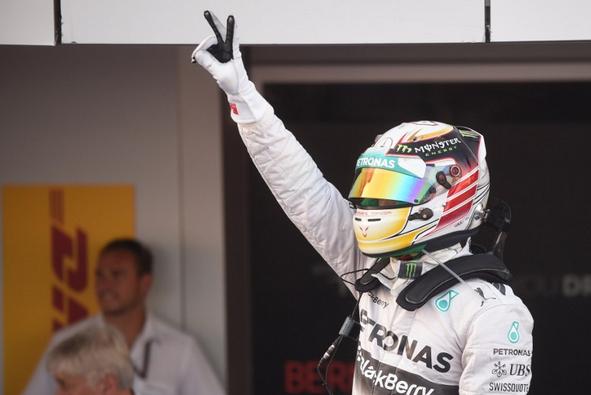Hamilton trionfa a Sochi e vola a +17 su Rosberg