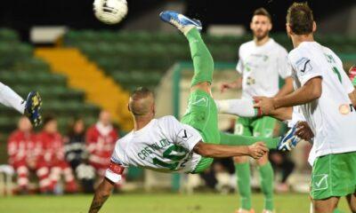 Avellino: L'avvitamento in rovesciata con cui Castaldo realizza il momentaneo 1-1 del suo Avellino sul campo della Ternana