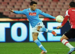 Roberto Insigne all'opera nella gara contro il PSV dell'Europa League 2012/13, suo esordio assoluto con la maglia del Napoli
