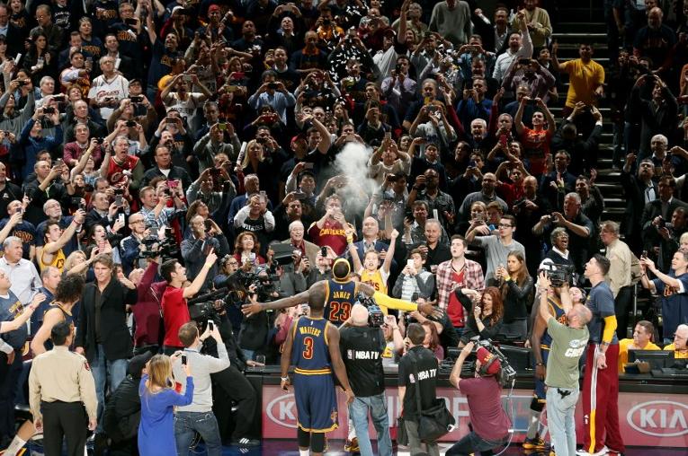 Nba: LeBron delude, passano i Knicks. Clippers ok, Dallas passeggia su Utah
