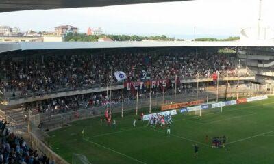 Serie D: i tifosi della Sambenedettese salutano la squadra al termine del successo per 2-0 ottenuto contro il Termoli