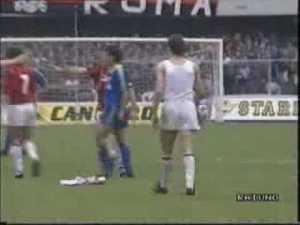 Van Basten getta la maglia in Verona-Milan 2-1.