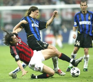 Maldini in tackle su Hernan Crespo