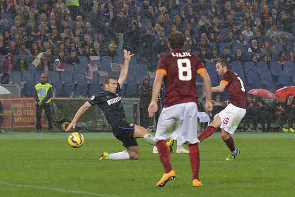 Pjanic decisivo in Roma-Inter 4-2.