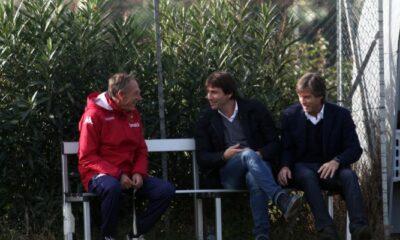 Il CT Antonio Conte a colloquio con l'allenatore del cagliari Zeman