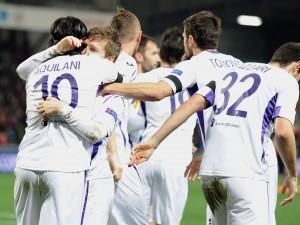 Marin, festeggiato dai compagni dopo il gol