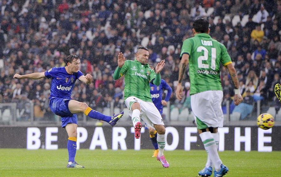 Stephan Lichsteiner: è suo uno dei più bei gol dell'undicesima giornata