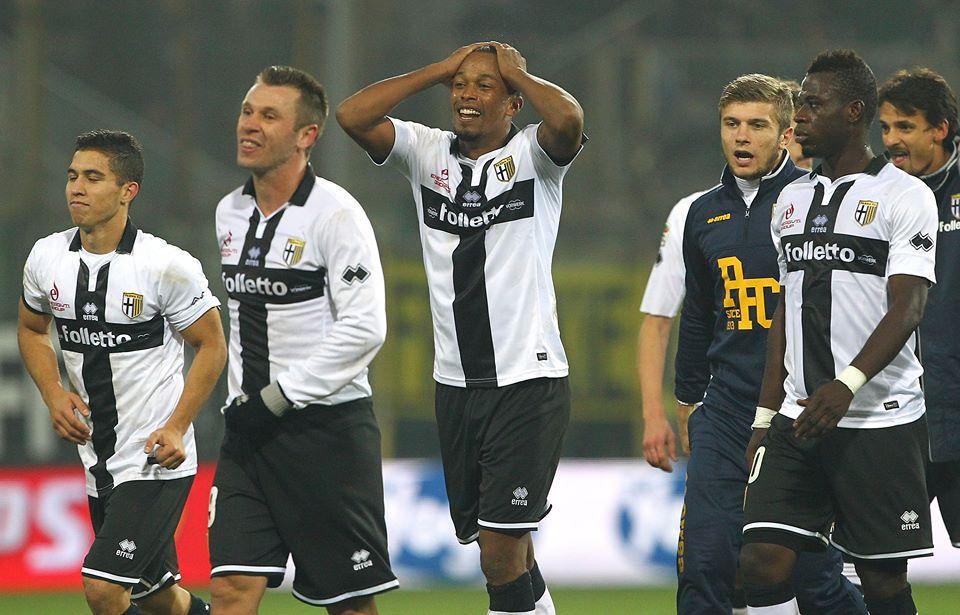 La formazione del Parma incredula dopo il successo 2-0 contro l'Inter