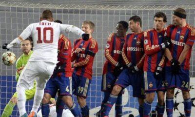 Il gol di Totti per il momentaneo vantaggio della Roma contro il CSKA Mosca