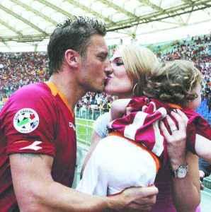 Francesco Totti, capitano della Roma, con la moglie Ilary Blasi