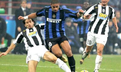Adriano in un'azione con l'Inter, nel derby d'Italia.