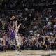 """Nick Young, tripla a 7"""" dal termine che vale la settima vittoria stagionale in Nba per i Lakers"""