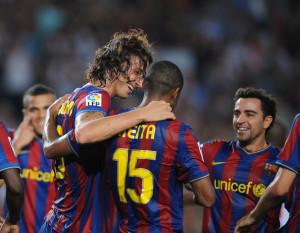 brahimovic abbraccia Keita dopo un goal con il Barcellona.