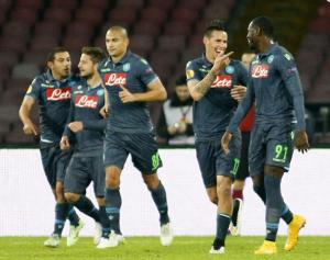 Napoli in ciabatte, 3-0 allo Slovan Bratislava e primo posto