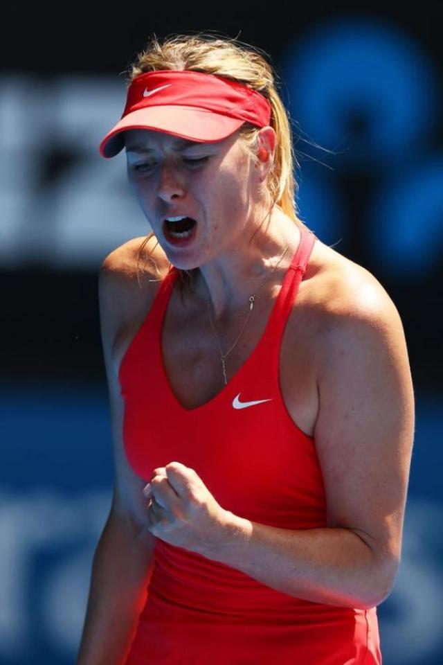 Maria Sharapova esulta per aver rischiato l'eliminazione degli Australian Open