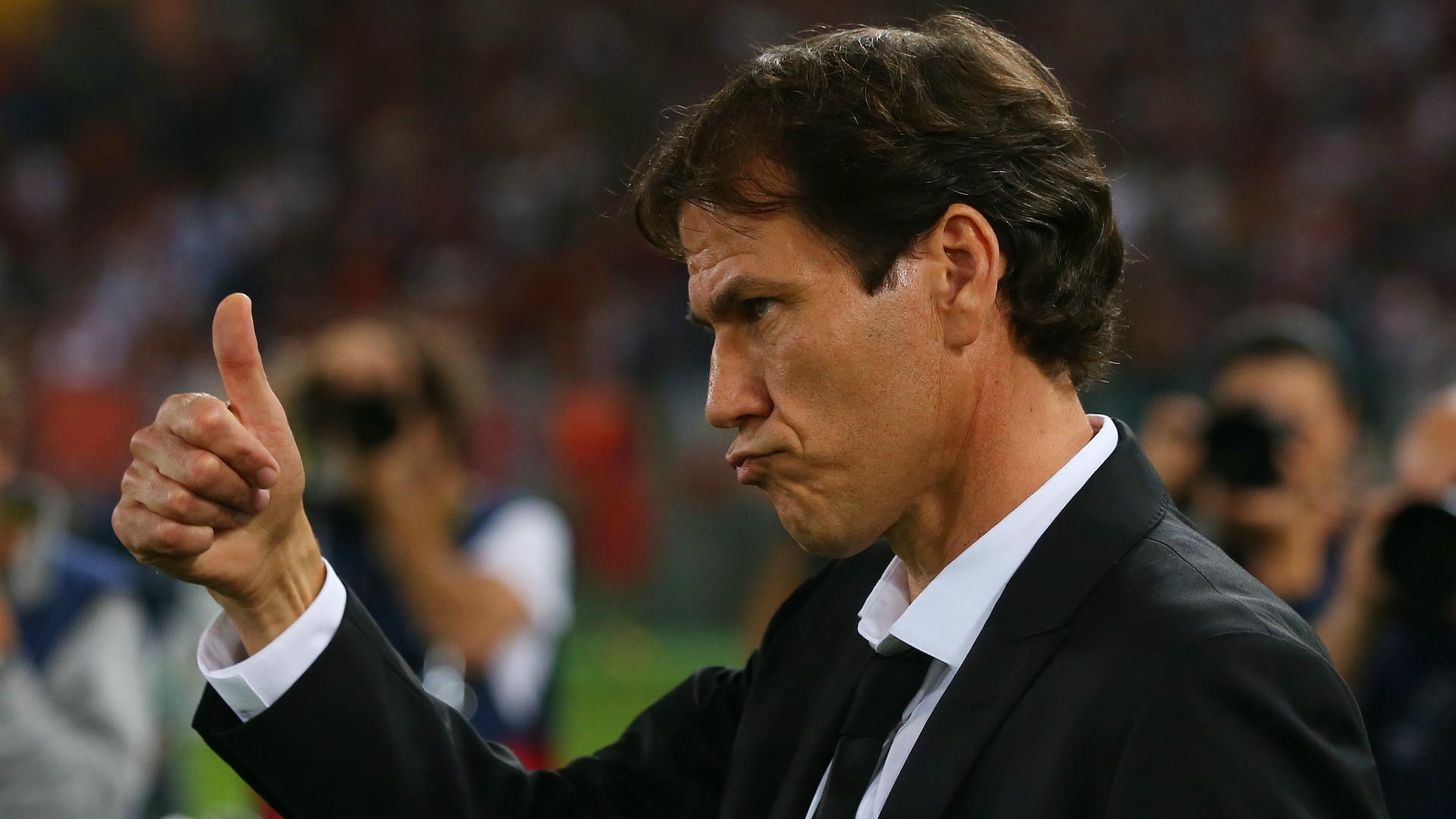 Bravo arbitro, così si fa...sembra dire Rudi Garcia