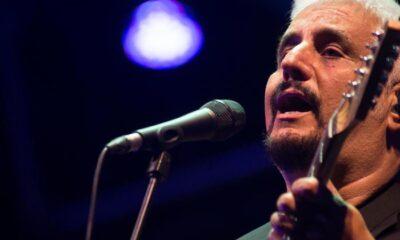 Pino Daniele lascia il mondo della musica a 59 anni.