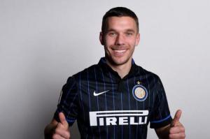 Lukas Podolski, in prestito dall'Arsenal, potrebbe debuttare da titolare con l'Inter