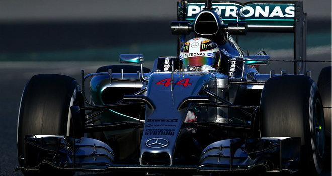 Lewis Hamilton, il più veloce nella terza giornata di test a Barcellona