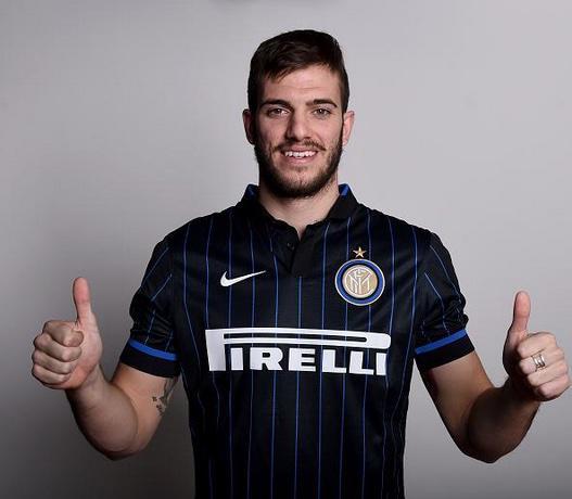 Davide Santon con la maglia dell'Inter.