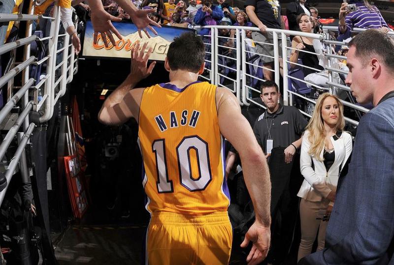 Steve Nash lascia i Los Angeles Lakers e il basket