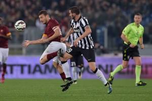 Totti contrastato da Bonucci. Ieri il capitano giallorosso non ha brillato
