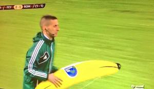 La banana della discordia in Feyenoord-Roma.